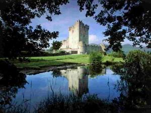 Castillo de Ross en Parque Nacional de Killarney (Irlanda)